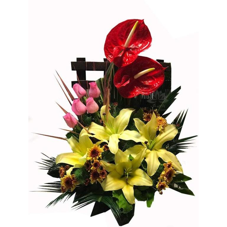 سبد گل طبیعی رز و لیلیوم زرد